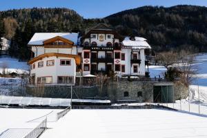Alpin Hotel Gudrun, Hotels  Colle Isarco - big - 60