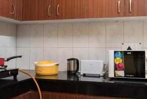 We At Home Serviced Apartment :), Apartments  New Delhi - big - 34