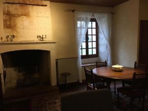 Au Pied du Chateau, Ferienhäuser  Bourdeilles - big - 8