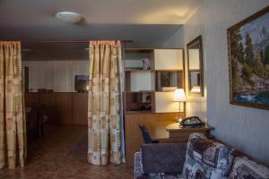 Apartment on Pospelova 12 а, Apartmány  Tashtagol - big - 15