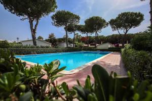 Villetta nel verde con piscina - AbcAlberghi.com