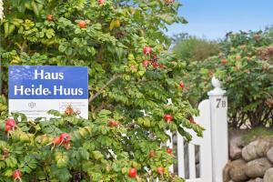 Heide Huus, Dovolenkové domy  Wenningstedt - big - 25