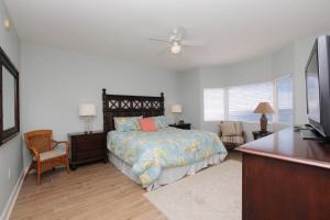 Three-Bedroom Apartment with Gulf View - 1002