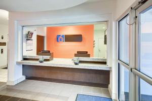 Motel 6 Fort Worth Northlake Speedway, Hotels  Roanoke - big - 56