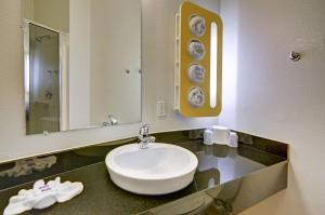 Motel 6 Fort Worth Northlake Speedway, Hotels  Roanoke - big - 58