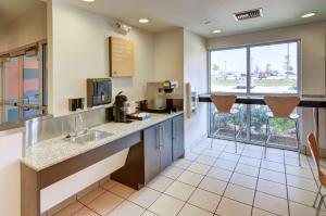 Motel 6 Fort Worth Northlake Speedway, Hotels  Roanoke - big - 65