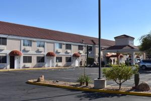 Superstition Inn and Suites