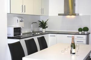 Three-Bedroom Duplex Apartment (3-6 Adults)
