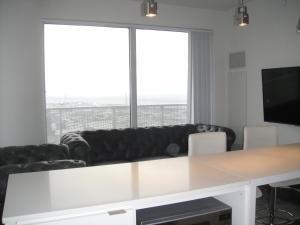 Spade Group - Harbour St. Condo, Апартаменты  Торонто - big - 18