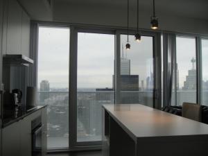 Spade Group - Harbour St. Condo, Апартаменты  Торонто - big - 21