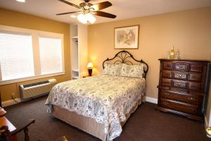 Peach Tree Inn & Suites, Hotel  Fredericksburg - big - 29