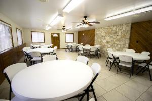 Peach Tree Inn & Suites, Hotely  Fredericksburg - big - 40