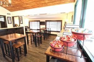 Peach Tree Inn & Suites, Hotely  Fredericksburg - big - 44