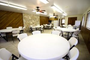 Peach Tree Inn & Suites, Hotely  Fredericksburg - big - 36