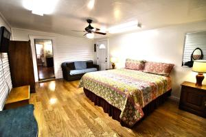 Peach Tree Inn & Suites, Hotel  Fredericksburg - big - 31