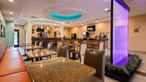 Best Western Plus Atrium Inn & Suites, Hotel  Clarksville - big - 25