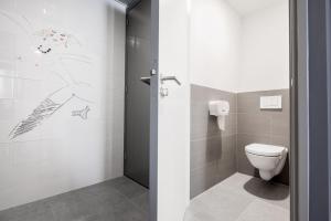 スモール ダブルルーム 共用バスルーム