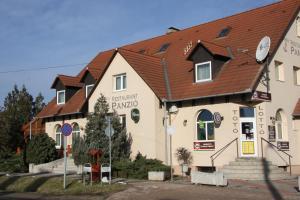 Anker Étterem és Panzió, Гостевые дома  Gönyů - big - 35
