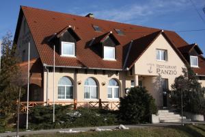 Anker Étterem és Panzió, Penziony  Gönyů - big - 34