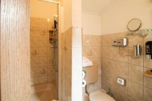 Single Room with Shared Toilet and Private Shower