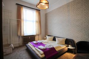 Double Room with shared toilet and private shower