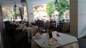 Hotel Belvedere, Отели  Морской Милан - big - 51