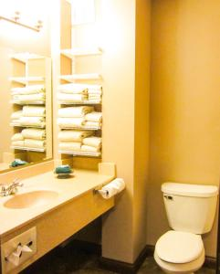 Bell's Extended Stay and Suites, Отели  Saint Robert - big - 2