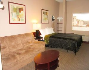 Bell's Extended Stay and Suites, Отели  Saint Robert - big - 4
