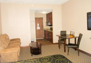 Bell's Extended Stay and Suites, Отели  Saint Robert - big - 10