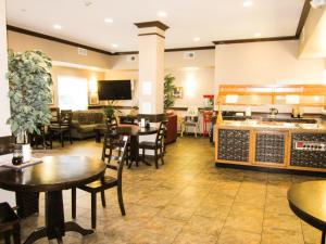 Bell's Extended Stay and Suites, Отели  Saint Robert - big - 20