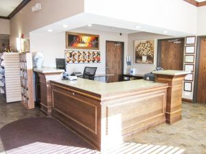 Bell's Extended Stay and Suites, Отели  Saint Robert - big - 22