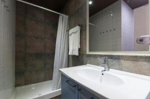Barcelona Home-Paralel Apartments, Апартаменты  Барселона - big - 11