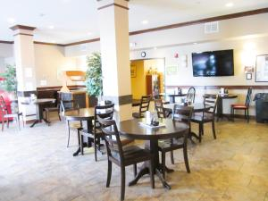 Bell's Extended Stay and Suites, Отели  Saint Robert - big - 13