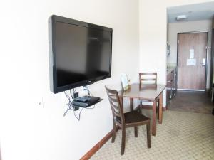 Bell's Extended Stay and Suites, Отели  Saint Robert - big - 11