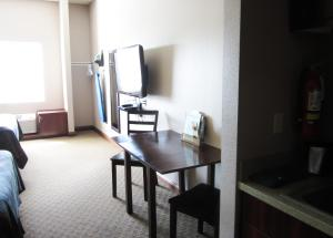 Bell's Extended Stay and Suites, Отели  Saint Robert - big - 12