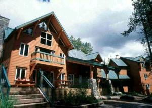 HI-Lake Louise Alpine Centre - Accommodation - Lake Louise