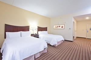 Queen Room with Two Queen Beds - Bath Tub - Disability Access
