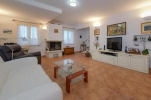 Holiday Home Angelina, Виллы  Mirce - big - 17