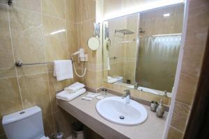 Infinity Plaza Hotel, Отели  Атырау - big - 12