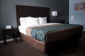 Econo Lodge Inn & Suites South Sandusky, Отели  Сандаски - big - 41