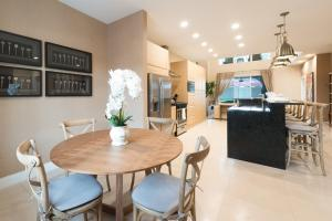 Three-Bedroom Villa with Resort View