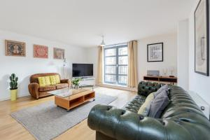Spacious 2 bed in the heart of..