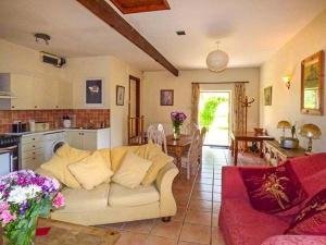 Coed y Gelli, Usk, Holiday homes  Llanddewi Rhydderch - big - 3