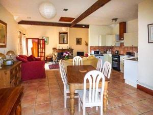 Coed y Gelli, Usk, Holiday homes  Llanddewi Rhydderch - big - 14