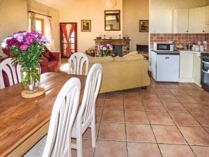 Coed y Gelli, Usk, Holiday homes  Llanddewi Rhydderch - big - 18