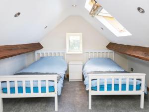 1 Cae Glas Crescent, Penmaenmawr, Dovolenkové domy  Penmaen-mawr - big - 5