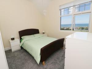 1 Cae Glas Crescent, Penmaenmawr, Dovolenkové domy  Penmaen-mawr - big - 16