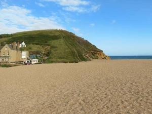 Beachside, Bridport