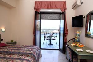 Hotel Za Maria, Hotel  Santo Stefano di Camastra - big - 36