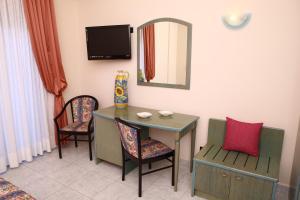Hotel Za Maria, Hotel  Santo Stefano di Camastra - big - 37